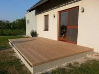 Posledním krokem je instalace zakončovacích lišt a smetení terasy.