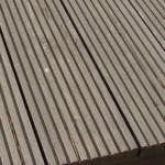Trhliny-a-stepy-v-terase-z-exotickeho-dreva-1